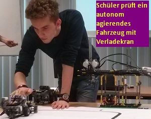 Schüler stellt autonom agierendes Fahrzeug vor